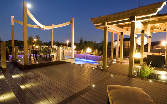 Transcend decking in Spiced Rum and Rope Swing with Trex Fascia and Trex Outdoor Lighting set a brillant stage.